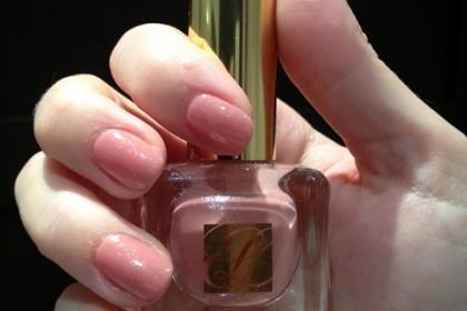 nail polish Esti Lauder 05 blushing lilac and serum de rouge Dior 640